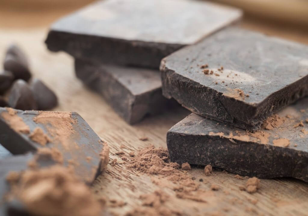 dark chocolate for teeth and gums